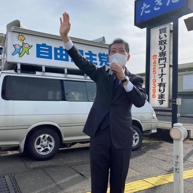 野上浩太郎事務所駐車場での遊説