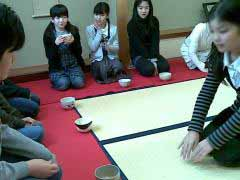 長寿会と児童によるお茶会2