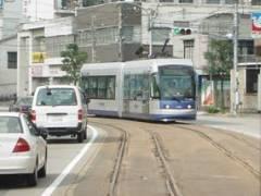 岡山市内を走るLRT「MOMO(モモ)」